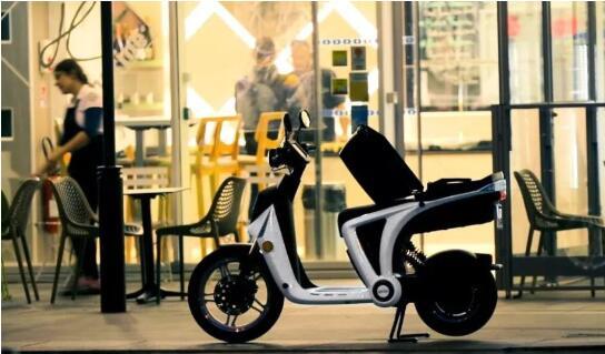 标致首款互联电动摩托车也出来了!