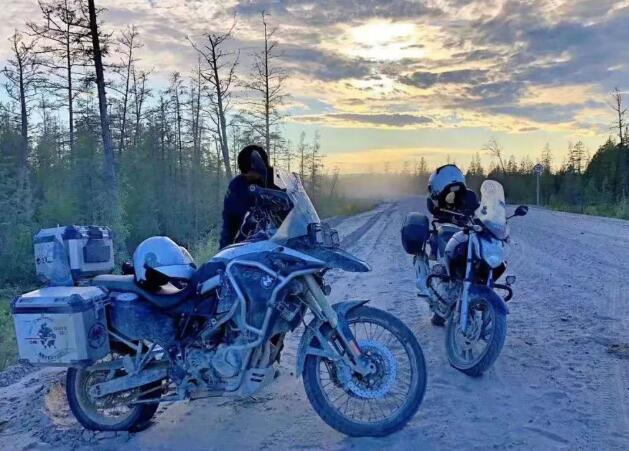 """8天4000公里,摩旅""""幼鸟""""挑战尸骨之路"""