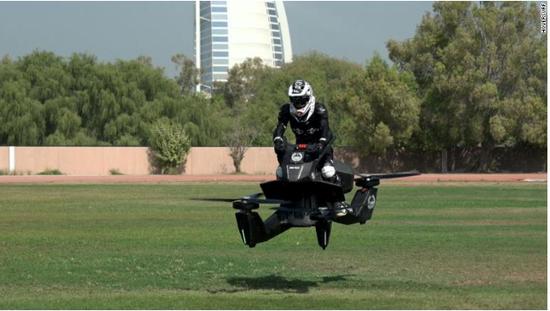 酷炫 迪拜警方测试飞行摩托可升空5米飞行