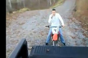超级搞笑摩托车操作失误集锦