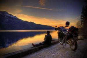 摩托车,和城市的∮文明