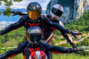 是兄弟就一起玩摩托吧!