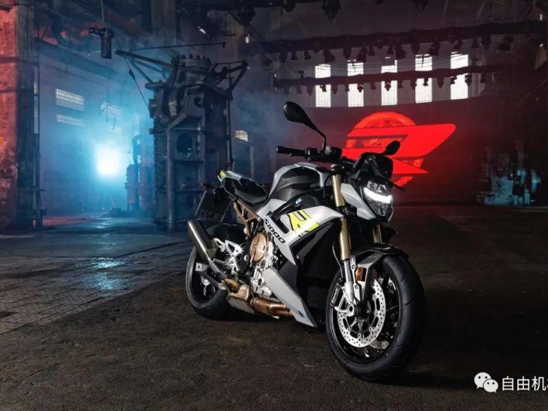 宝马全新S1000R要来了,大小眼不再丨业界