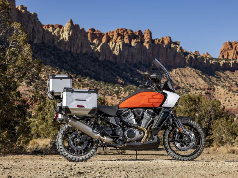 哈雷戴维森首款探险旅行摩托车Pan America™预告片