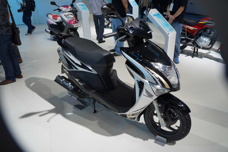 新大洲本田sdh125t一27踏板摩托车的详细介绍以及他有