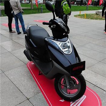 五羊本田honda全球首发智能性踏板车睿御110