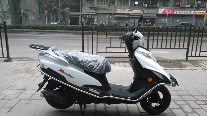 豪爵铃木 踏板车 红宝标准版um125t-c
