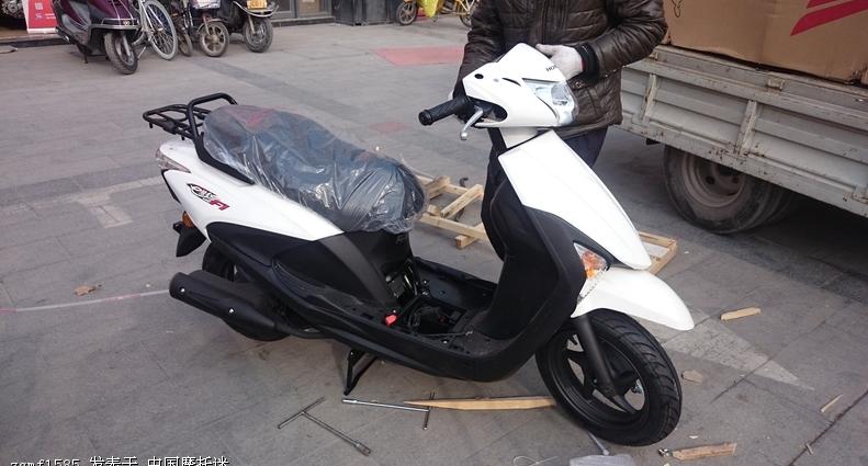 新大洲本田e影sdh110t电喷踏板车
