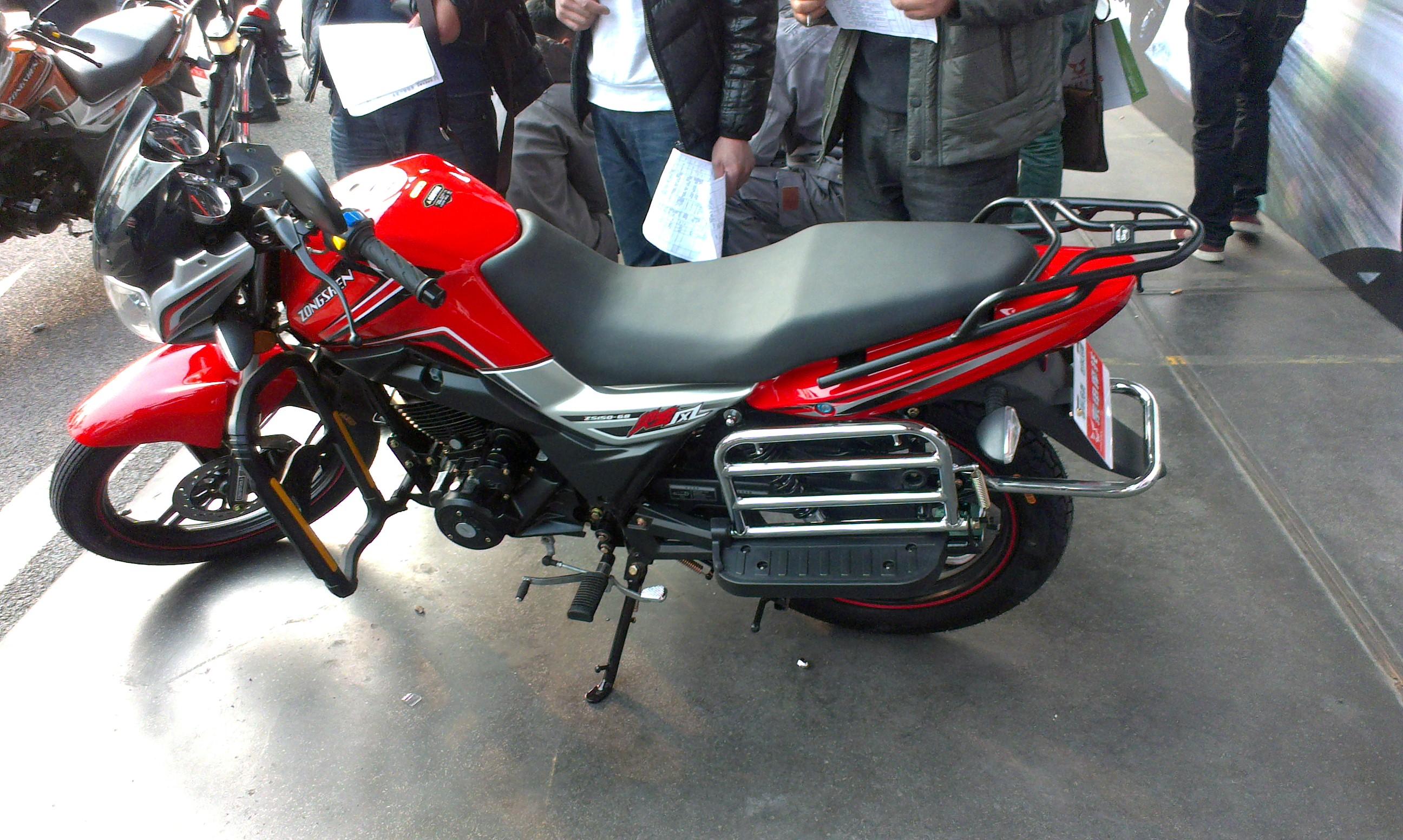 宗申炫风zs125-68摩托车