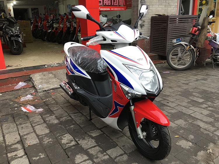 新大洲本田 踏板车 魔戟电喷版 sdh125t-29 双色版