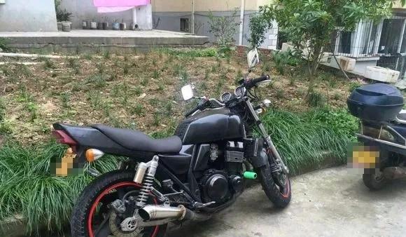 被扣摩托车被易主这位交警是不是太随意了!