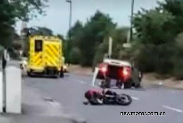 因怀疑摩托车手偷车使用极端手段追撞